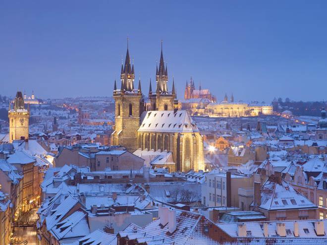 Lâu đài Hradcany, Prague, Cộng hòa Czech Còn được gọi là lâu đài Prague, một trong những tòa lâu đài lớn nhất trên thế giới, xây dựng từ thế kỷ thứ 9. Nó có vẻ ngoài uy nghi và dễ dàng để lại dấu ấn cho bất kỳ ai nhìn thấy hoặc đặt chân đến.
