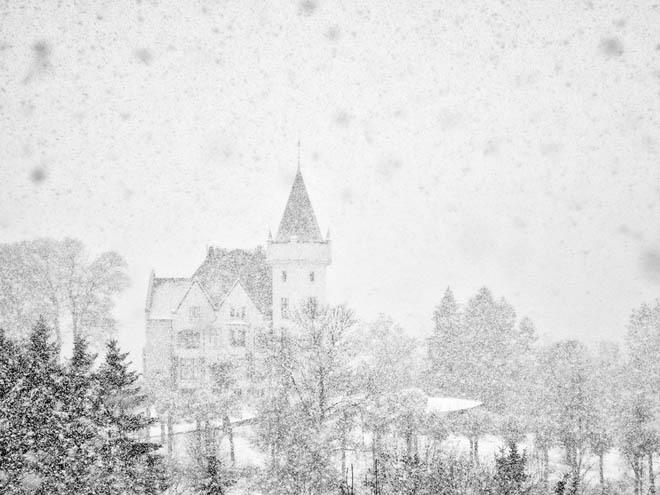 Lâu đài Gamlehaugen, Bergen, Na Uy Đây là nơi cư trú của gia đình hoàng gia Na Uy từ những năm 1927. Gamlehaugen là sự kết hợp giữa pháo đài và lâu đài, xung quanh được bao bọc bởi một công viên với cảnh sắc tuyệt đẹp.