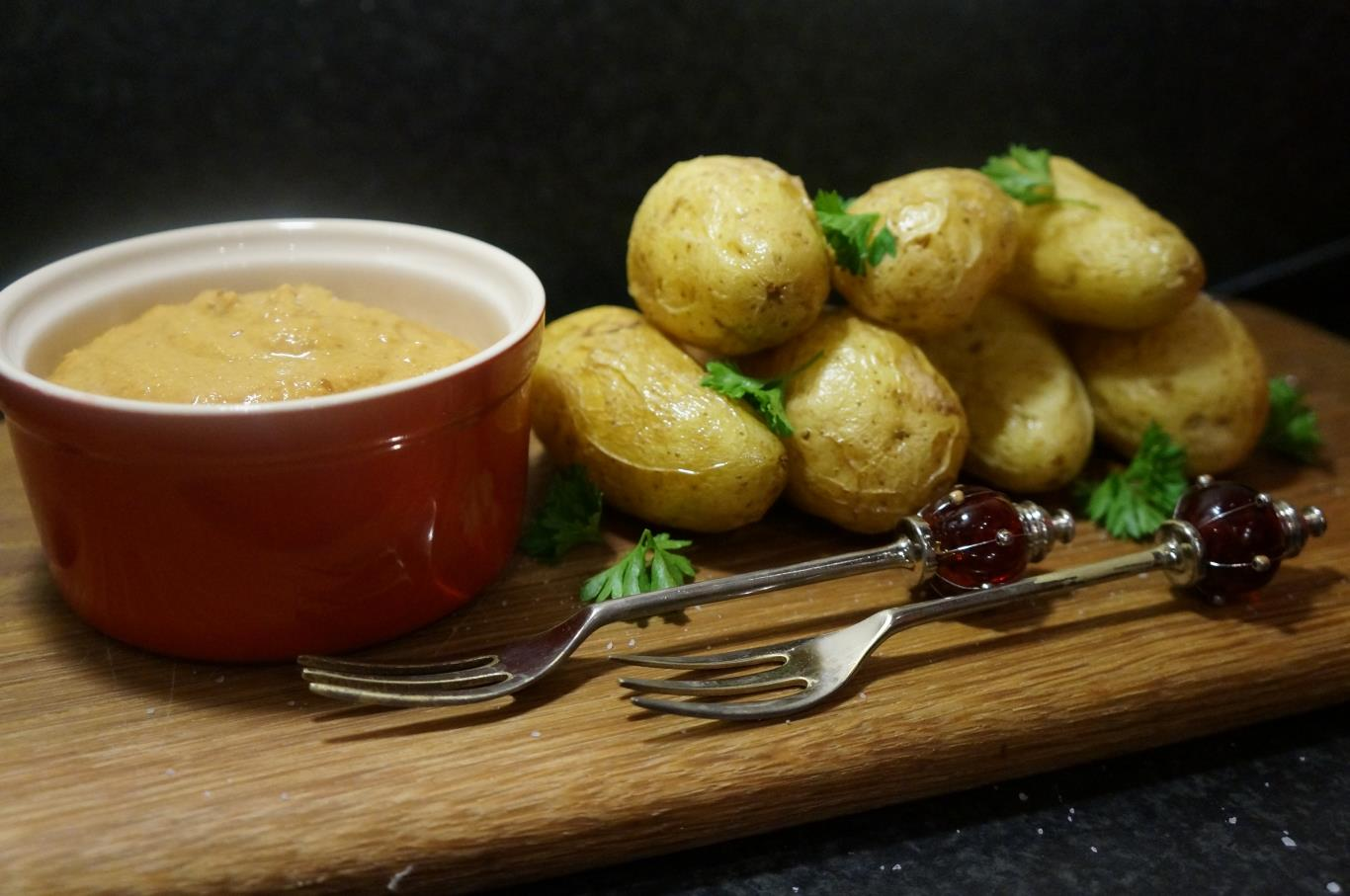 Món ăn truyền thống của vùng Huancayo bao gồm các nguyên liệu cơ bản là khoai tây với nước sốt pho mát, đi kèm với trứng luộc và ô liu đen. Nghe có vẻ đơn giản và ngon miệng nhưng bạn sẽ cảm thấy sức cay nóng do món ăn có một thành phần quan trọng là ớt vàng, một loại ớt cay nổi tiếng của Peru.