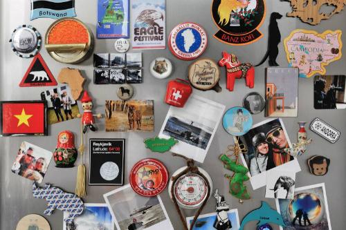 Những miếng dán tủ lạnh nhiều hình thù là món đồ được nhiều người mua khi còn dư vài đồng lẻ trong túi. Ảnh: Thinkstock