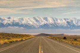 Trên đường đi hành khách sẽ được chiêm ngưỡng nhiều đỉnh núi nổi tiếng nước Mỹ. Ảnh: Reddit.
