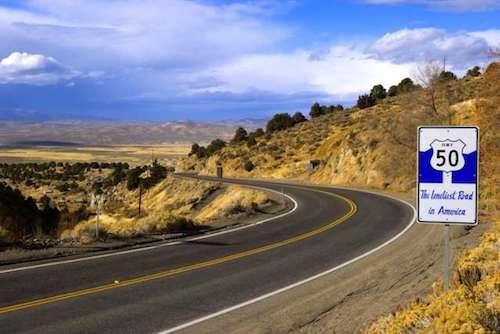 Con đường luôn hiếm bóng xe qua lại. Ảnh: Roadtrippers.