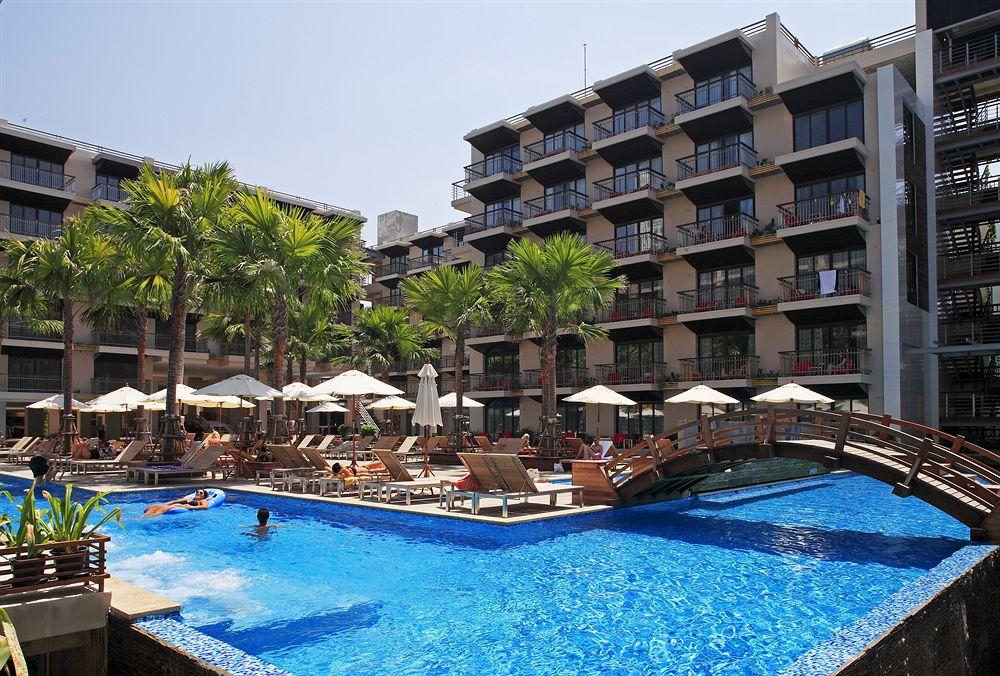 Hồ bơi tuyệt đẹp với không gian mở cho phép bạn tắm nắng thoải mái