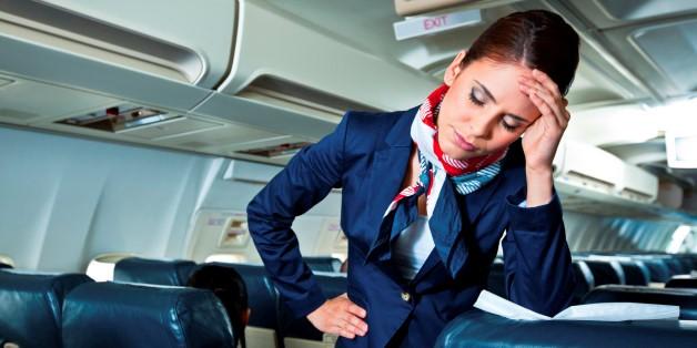 Các tiếp viên hàng không gặp nhiều tình huống dở khóc dở cười. Ảnh: Huffington Post.